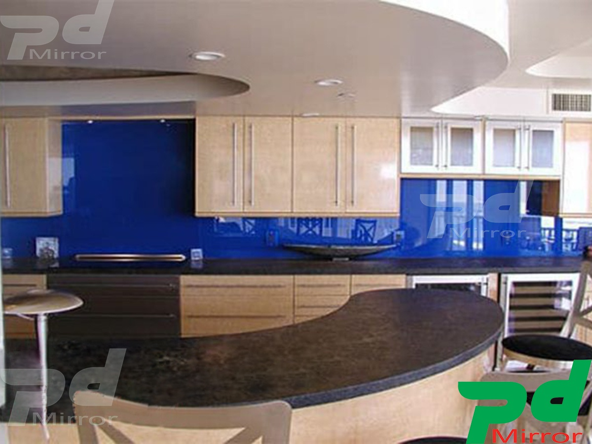 Lắp đặt kính màu ốp bếp tại huyện Bình Chánh