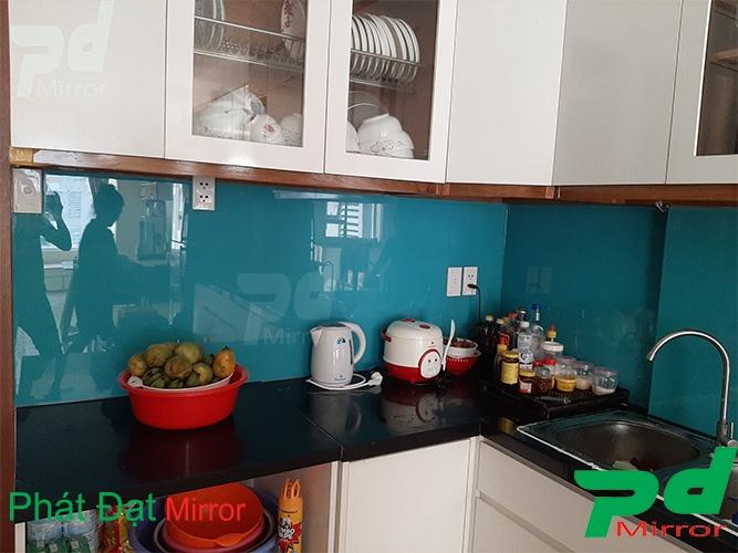 Lắp đặt kính màu ốp bếp tại Quận Bình Tân