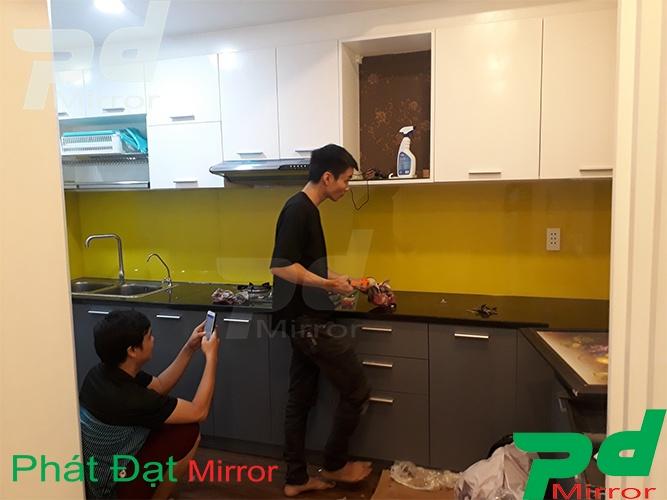 Kính ốp bếp tại Q6